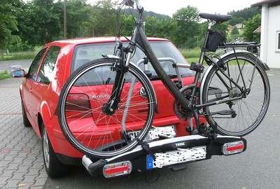 Ein Fahrradträger auf der Anhängerkupplung